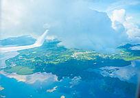 飞机飞过帕劳群岛