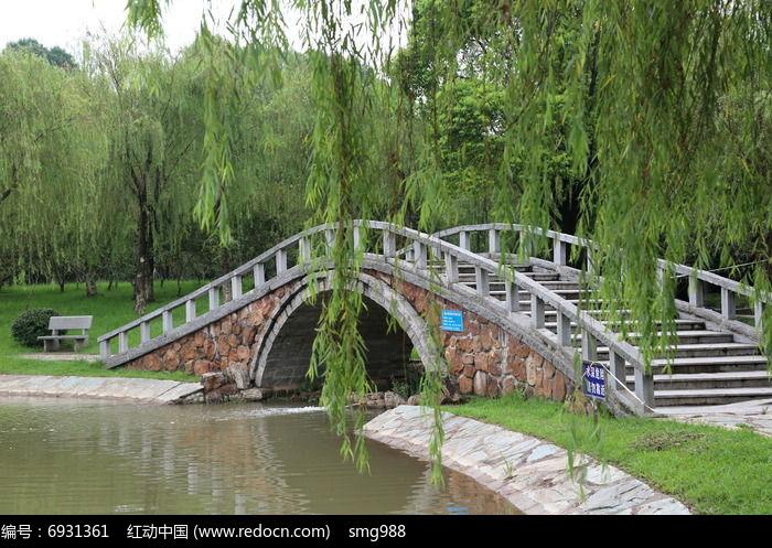 柳树下的石拱桥高清图片下载 编号6931361 红动网