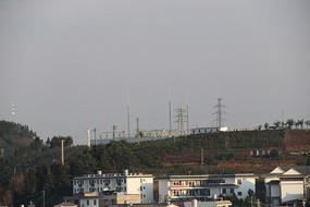 哀牢山顶上的一座变电站