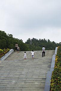 笔架山森林公园广场长长的大理石阶梯
