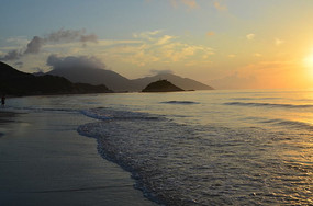 大海上的日出美景图片