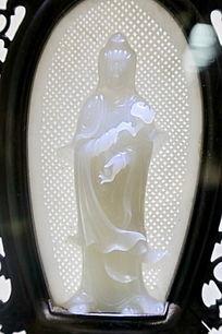菩萨站姿玉雕像