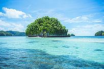 碧蓝海上的礁石