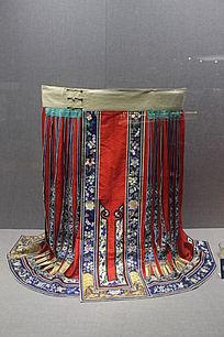 平金打籽绣缠枝牡丹荷花纹百褶裙