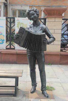拉手风琴艺术雕塑