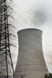 城市火力发电厂风光之冷却塔与高压输电塔