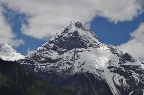 高高的雪山山峰
