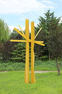 黄色铁艺树林造型雕塑