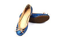蓝色女式亮皮鞋
