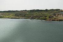 露天矿生态园区废弃的采矿湖泊风光