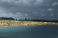 露天矿生态园区湖泊风光