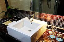 卫生间的洗手池
