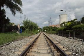 工业城市无限延伸的铁路