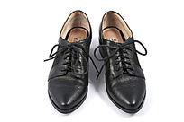 黑色系带女式皮鞋