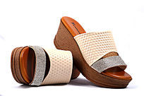 红底女式拖鞋