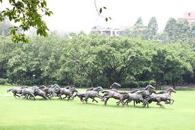 奔腾的马雕塑