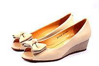 粉色女式牛皮鞋
