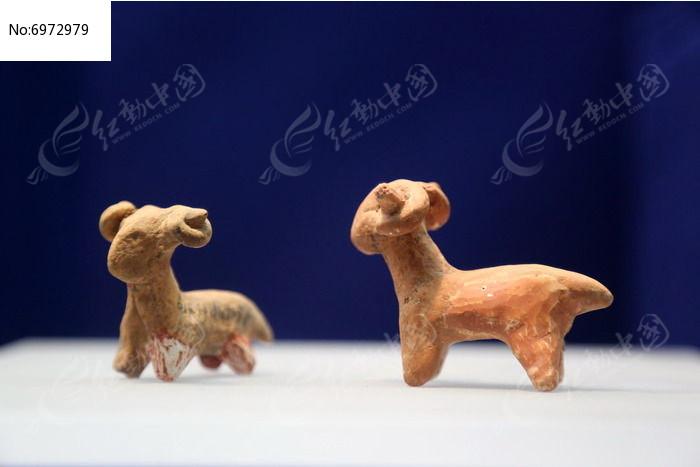 金鸡岭出土的红陶羊