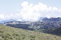 山峰与白云