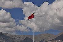 五星红旗在天空飘扬