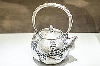 贝壳纹银茶壶