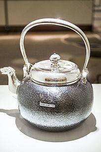 灰色的银茶壶