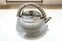 铆钉银茶壶