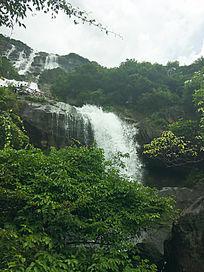 峡谷瀑布和山水风景