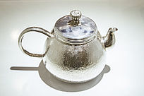 一个银茶壶