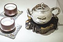 银茶壶和睦茶杯