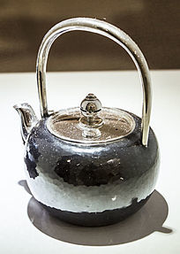 黑色的茶壶