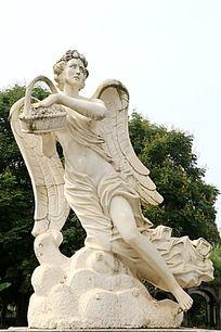 欧洲撒花女神石雕像