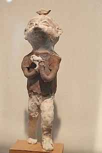 祈祷的男孩雕像