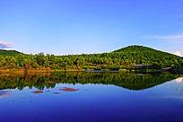 清澈的湖水