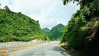 山峦起伏公路