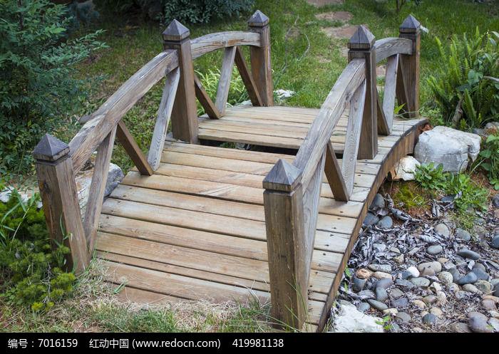 一座小木桥图片