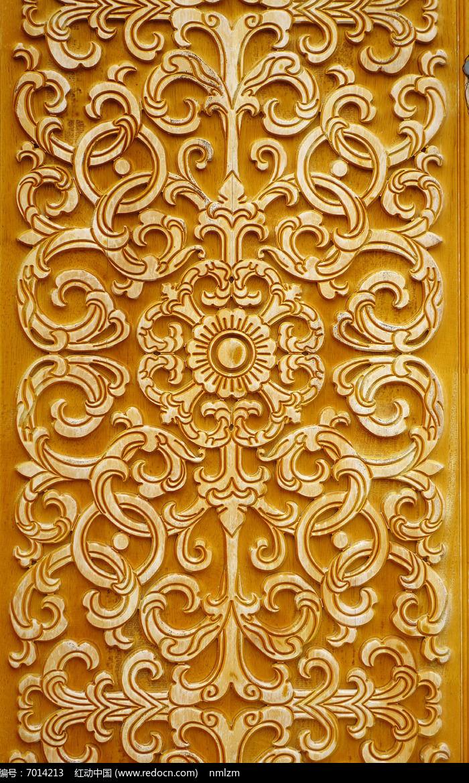 蒙古族风格雕花木刻