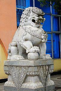 威武石狮子