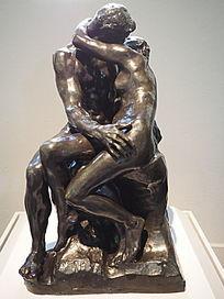 拥抱的人雕塑