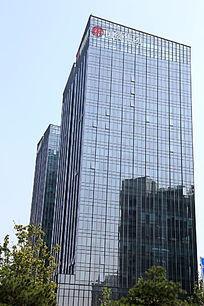 国投广场玻璃幕墙的摩天大楼