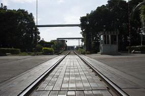 正午强对比黑白钢铁城市之铁路路口