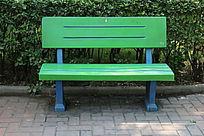 绿色塑料公共长椅