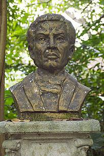 莫尔人物雕像