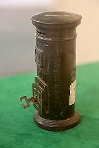 民国时期的邮筒型储蓄罐