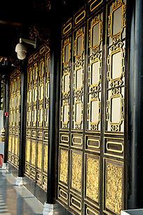 岭南木雕金漆窗花