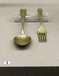 盟军飞行员送给港九独立大队交通员的勺子和叉子