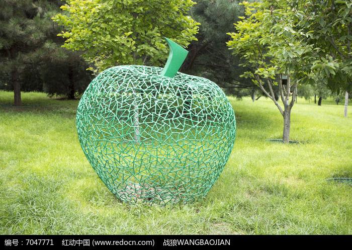 苹果艺术造型雕塑图片