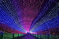 时光隧道形状的灯光