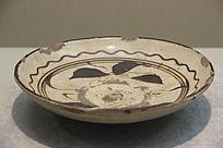 白釉铁彩牡丹花纹盘