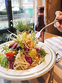 蔬菜沙拉意大利面